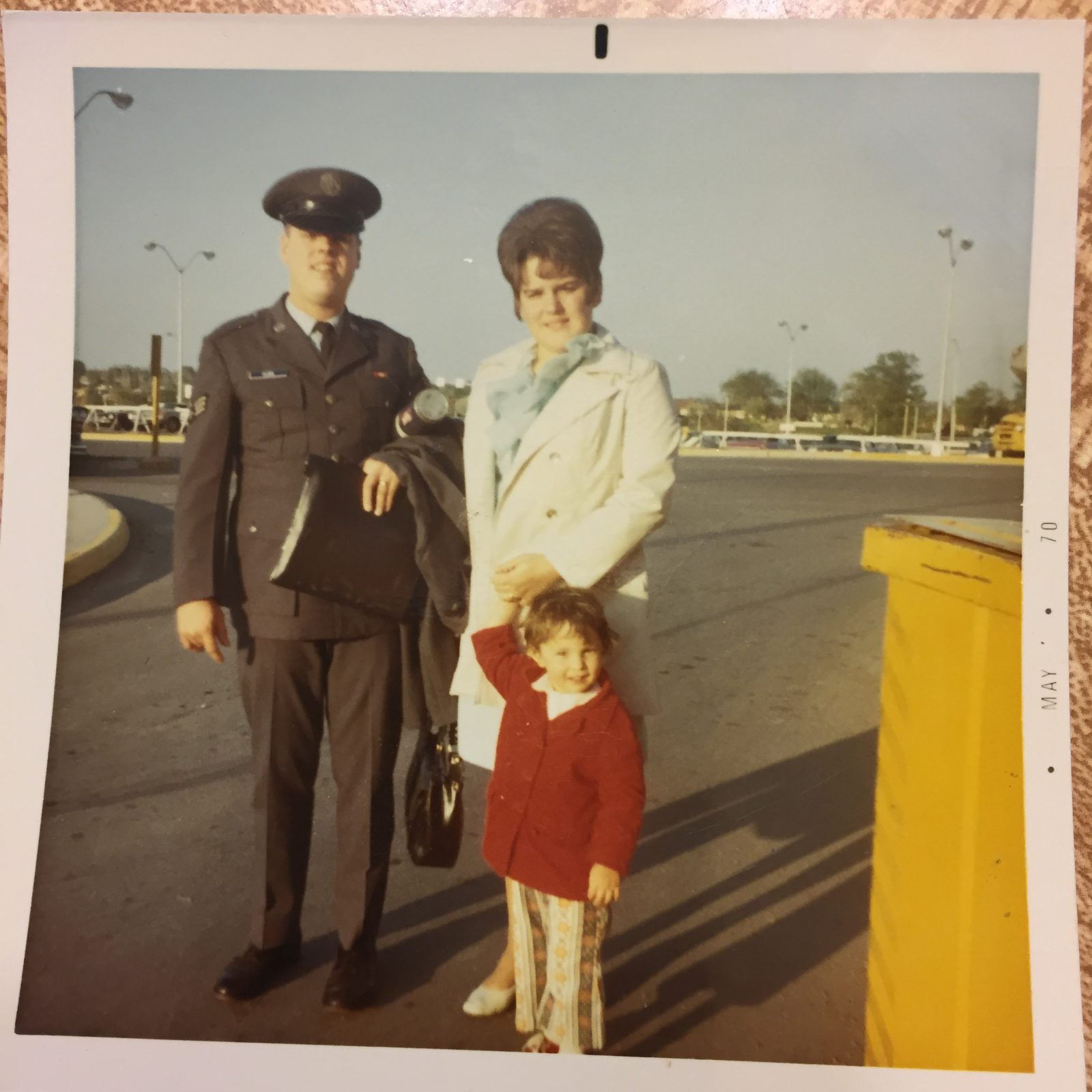 A 3-year-old Vicki with her parents.
